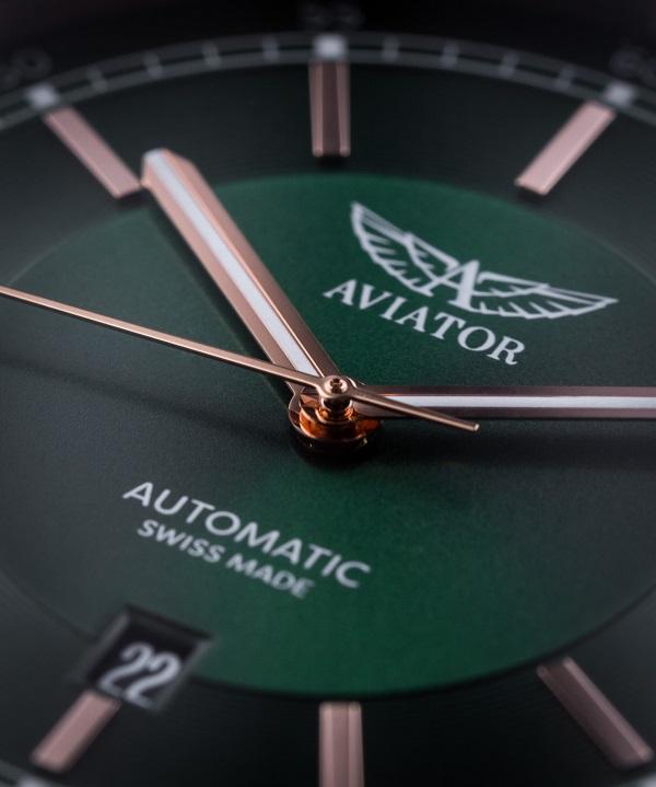 Zegarek męski z zieloną tarczą Aviator lifestyle