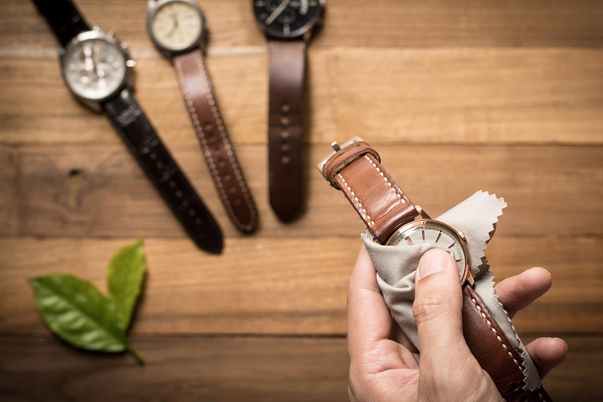 wymiana paska w zegarku krok po kroku